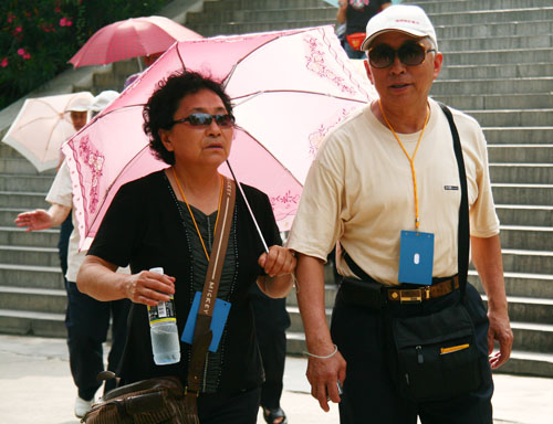 Chinese Old Tourists: New-baked Market