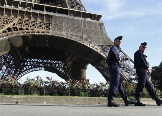 Chinese Policemen Will Patrol in Paris