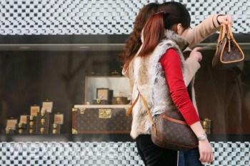 shopping Chinese tourists