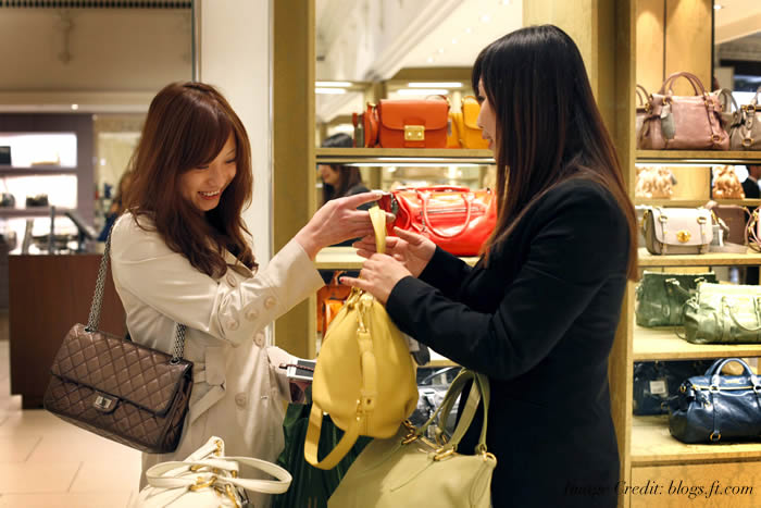 Chinese tourists are the world's biggest spenders