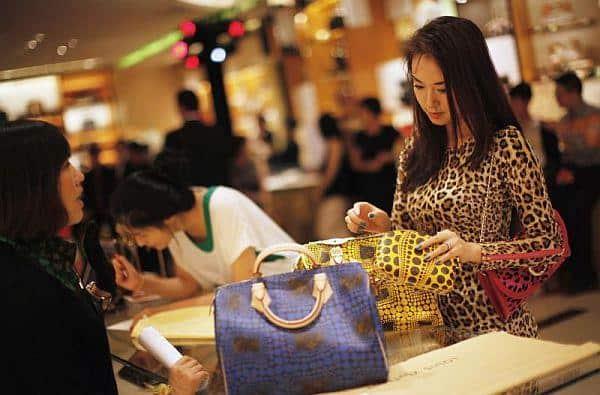 luxury-shoppers