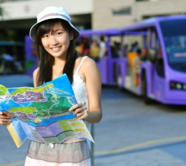 Where do Chinese tourists inform themselves ?