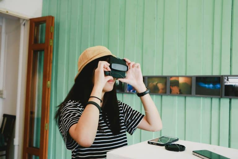 How to attract a Chinese Millennial addicted to smartphone in a museum ?