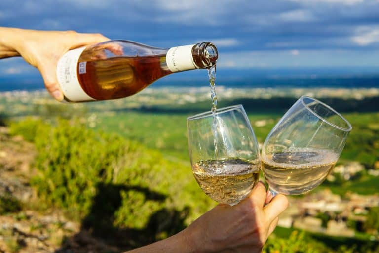 White and sparkling wines in China are stealing the red wine star